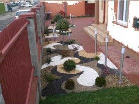 Amenajare gradina cu plante si piatra naturala
