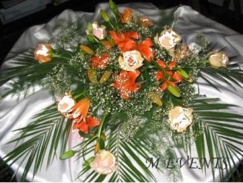 Aranjament floral pentru masa prezidiu