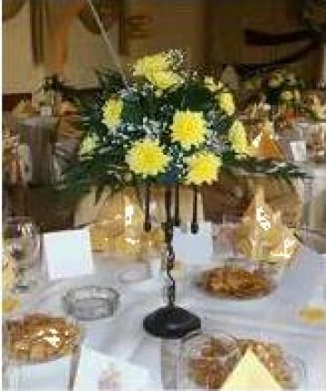 Aranjament floral simplu din crizanteme galbene