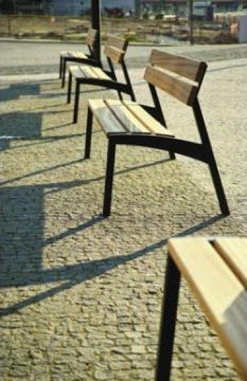 Banci parc cu scanduri de lemn vopsite