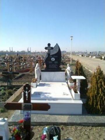 Bordura marmura cu monument funerar