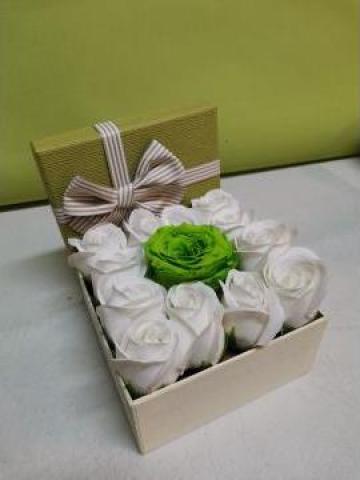 Cadou Cutie cu trandafiri sapun un trandafir criogenat 0095