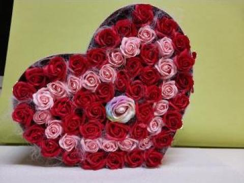 Cadou Cutie inima 59 trandafiri din sapun 0086