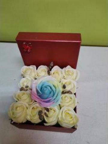 Cadou Cutie rosie trandafiri de sapun 0096