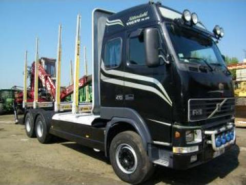 Camion transport busteni Volvo