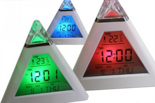 Ceas birou triunghi