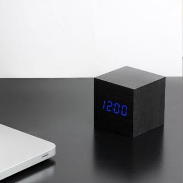 Ceas digital lemn birou