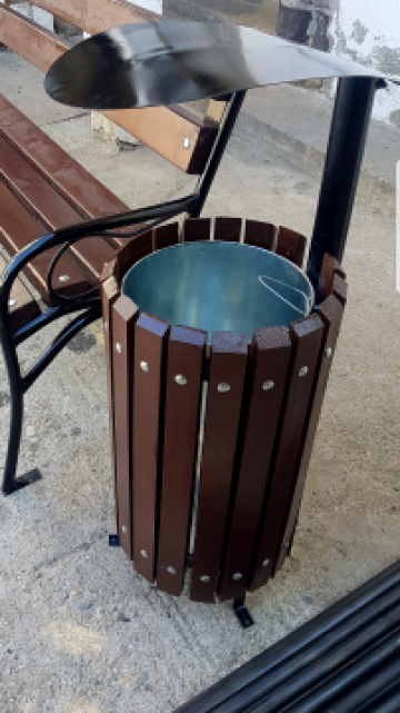 Cos de gunoi din elemente din lemn de fag