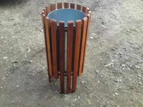 Cos de gunoi din lemn