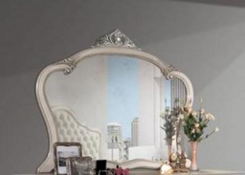 Oglinda cu rama din lemn masiv 422