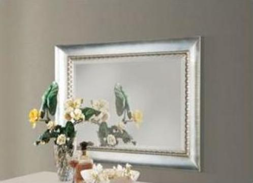 Oglinda cu rama din lemn masiv