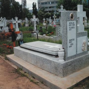 Placi pentru cripte funerare