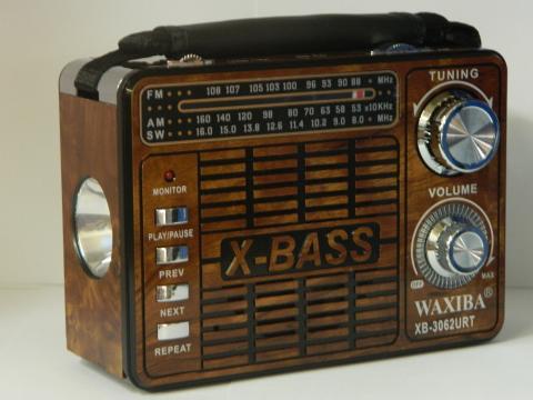Radio portabil cu lanterna si MP3 player Waxiba XB-3062URT