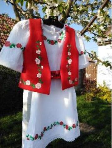 Rochie traditionala - ie fetite cu vesta si brau