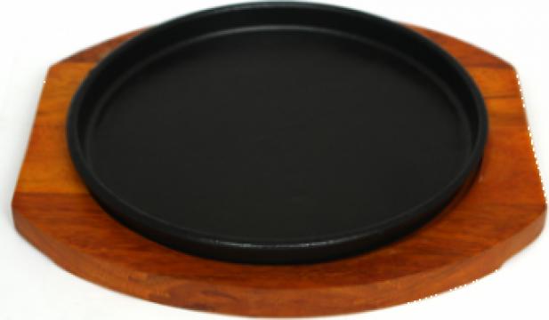 Tava fonta Etno 22cm cu suport din lemn