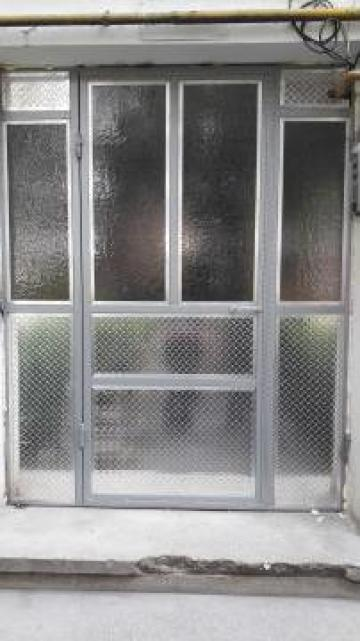 Usa metalica intrare in bloc