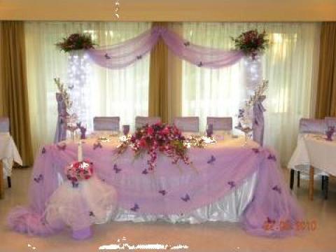 Vaze cu flori naturale, brauri, oglinzi si decoratiun